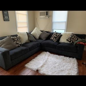 Sectional L shaped couch (Like New)